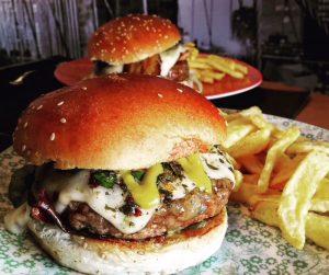 hamburguesa-mayesbistro-madrid-lastablas